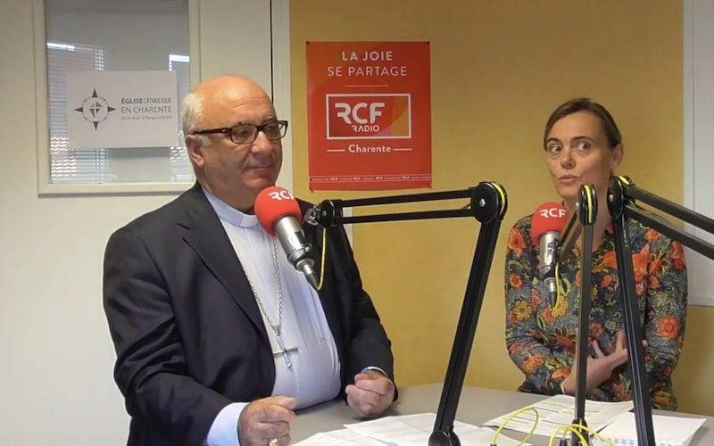 """Mgr Gosselin et Sylvaine Lacrouts à l'émission """"Parole à notre évêque"""""""