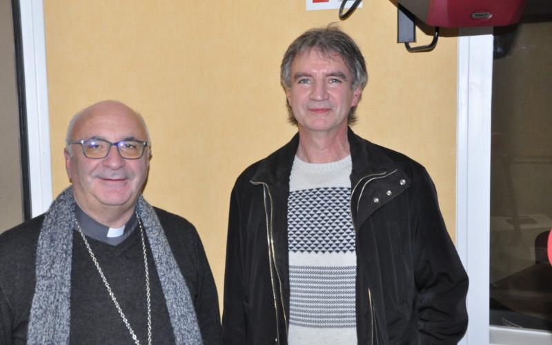 Mgr Hervé Gosselin et Michel Belaud membre de la commission des EAP