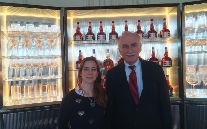 Monsieur Patrick RAGUENAUD, directeur de Grand Marnier Lapostolle et Laurette DIDIERE, responsable des relations publiques