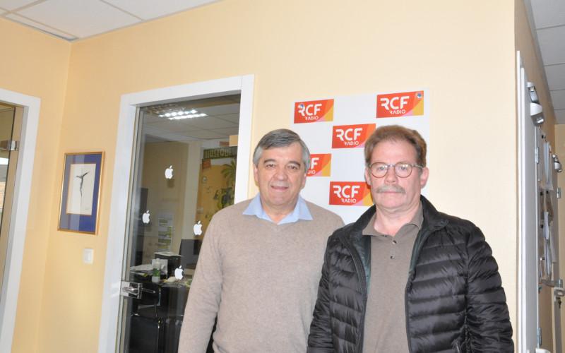 Patrice Barbanchon, un des coprésidents du Choeur du Pays Manslois et Stéphan Brunie, chef de choeur