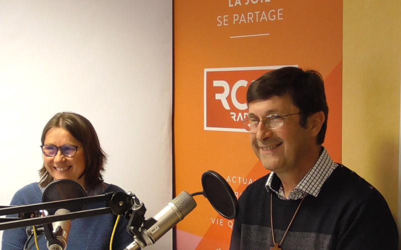 Père Guy Rougerie, vicaire général, et Laure Lamas, membre du service diocésain des vocations