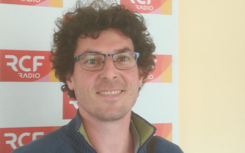Monsieur David Mimoun, créateur d'une entreprise qui fabrique des spiritueux bio à Chalais.