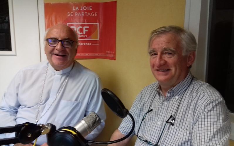 Mgr Gosselin et Philippe Ménard se réjouissent de suivre le pèlerinage des malades à Lourdes