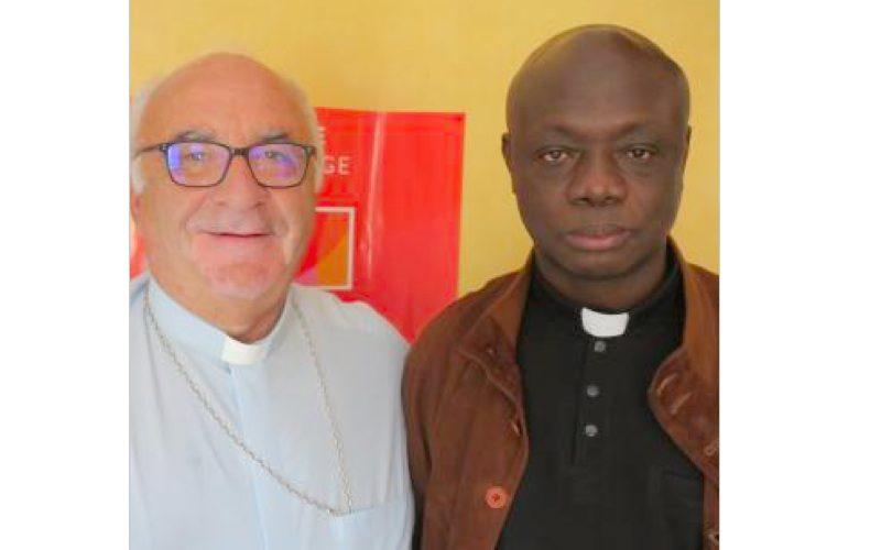 Mgr Gosselin et le père Christian Aimé-Nganga